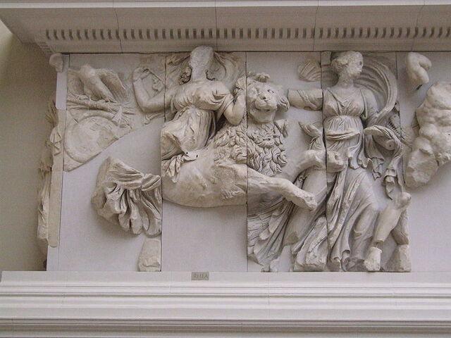 File:800px-Pergamonmuseum - Antikensammlung - Pergamonaltar 37.jpg