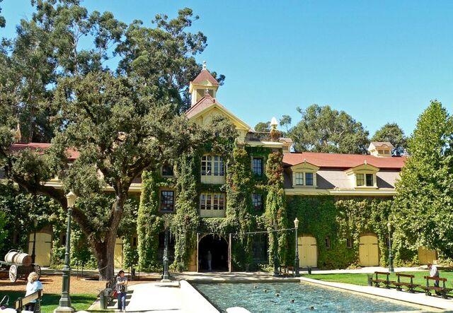File:Lovia - Sylvania Winery Estate.jpg