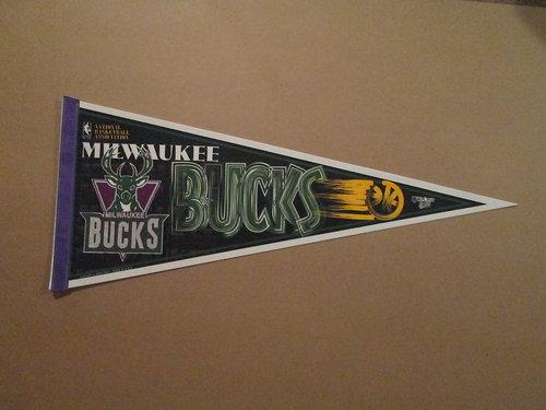 File:1990s Milwaukee Bucks Pennant.jpg