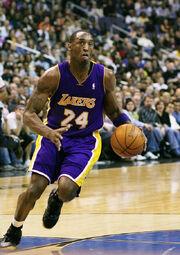 640px-Kobe Bryant Drives2