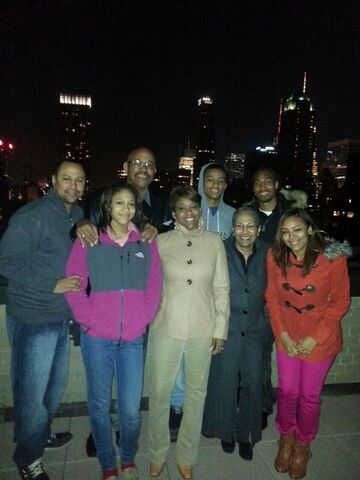 File:Whole-family-in-NYC1.jpg