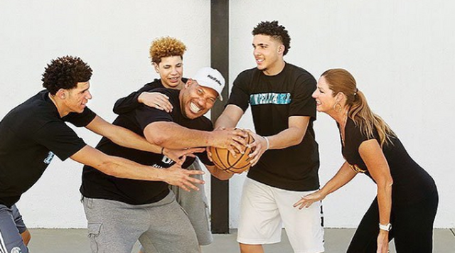 File:Ball-family.png