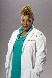 Xcch-pounder-as-dr-loretta-wade.jpg.pagespeed.ic.dNhGL2rPjH