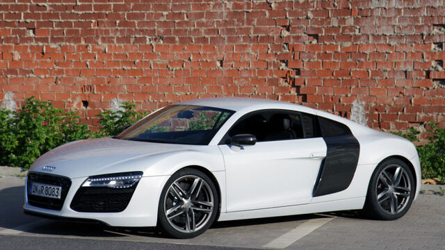 File:01-2014-audi-r8-v8-review-1.jpg