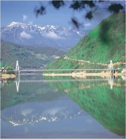 File:Viseči most Ostrožac.jpg
