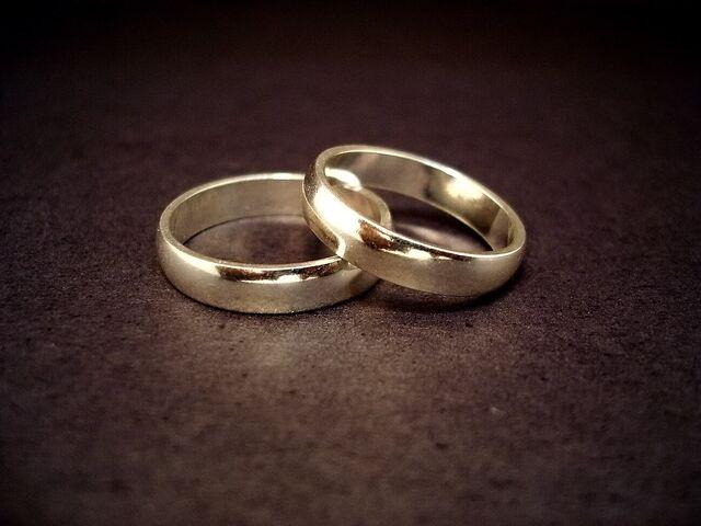 File:Wedding rings.jpg