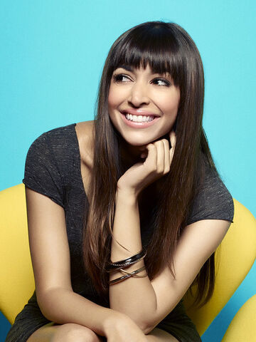 File:New-girl-hannah-simone-8.jpg