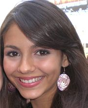 File:Victoria Justice with fan cropped.jpg
