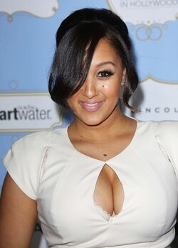 Tamera-mowry-6th-annual-essence-black-women-in-hollywood-luncheon-01