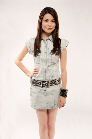 File:Miranda Cosgrove MTV photoshoot (2010) -4.jpg