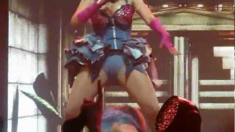 Nicki Minaj - Dance ( A$$ )& Muny & Raining Men - live Manchester 22 october 2012 - HD