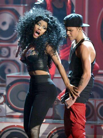 File:Justin-Bieber-and-Nicki-Minaj-e1353300219538.jpg