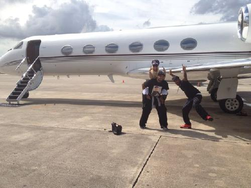 File:Nicki two guys and a plane.jpg