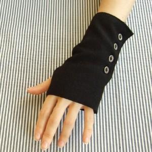 File:Ana Glove.jpg