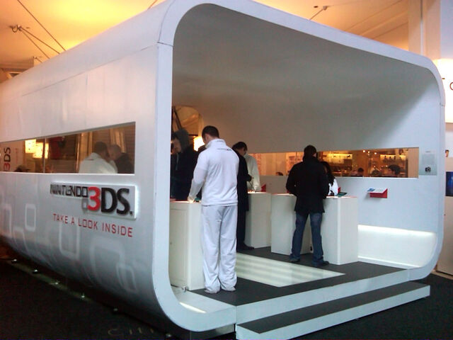 File:Nintendo 3DS demo pod kiosk.jpg