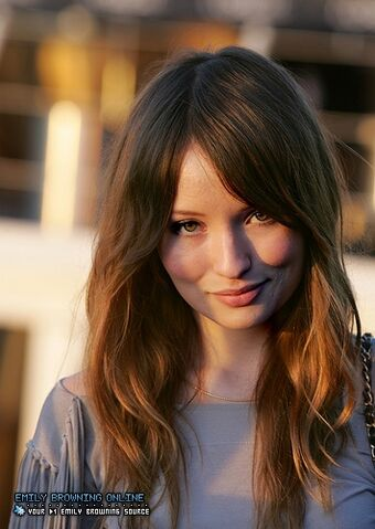 File:Emily browning march172009 U5BshSa sized.jpg