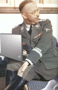 Himmler con notebook.jpg