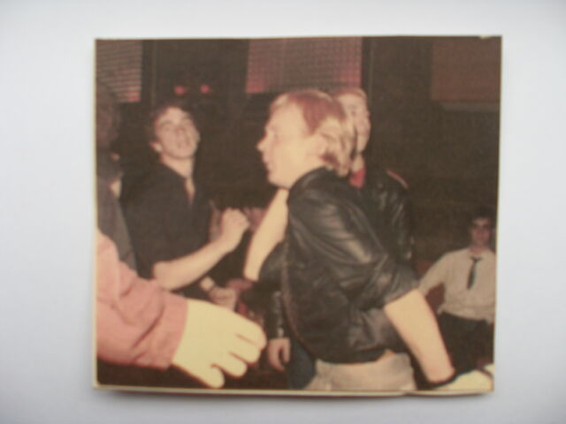 File:Jon vince skanking at the jacquard (with gibbo hiding behind him).JPG