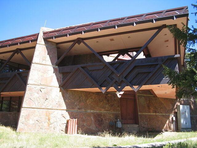 File:Beaver Meadows Visitor Center.jpg