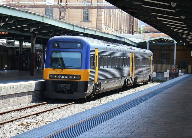 File:CityRail Endeavour Railcar at Central Railway Station.jpg