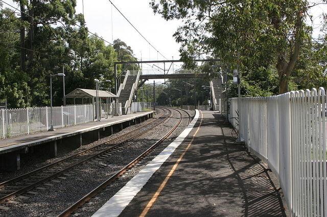File:Lisarow railway station.jpg