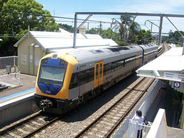 File:NSW TrainLink Hunter Railcar at Hamilton Station.JPG
