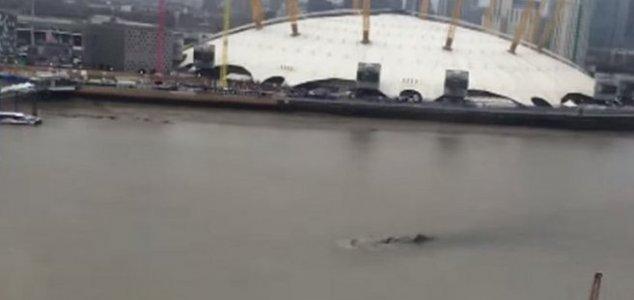 File:Thames.jpg