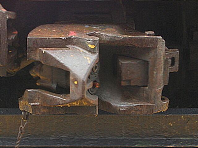 File:RailCarCoupler.H2Ax~Pic0.JPG