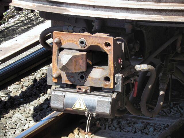 File:RailCarCoupler.Tomlinson 0000.JPG