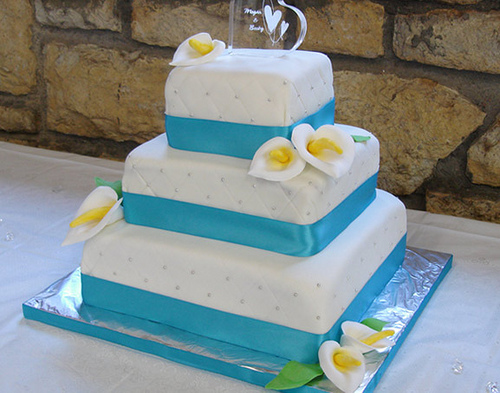 File:3 Tier Wedding Cake.jpg