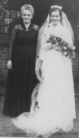 Datei:Braut und ihre Mutter.jpg