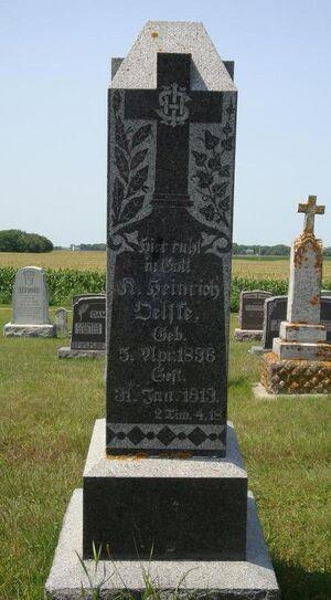 Kurt Heinrich Oelfke cemetery.JPG