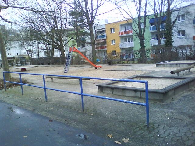 Datei:Spielplatz gegenüber Europaplatz 3.JPG