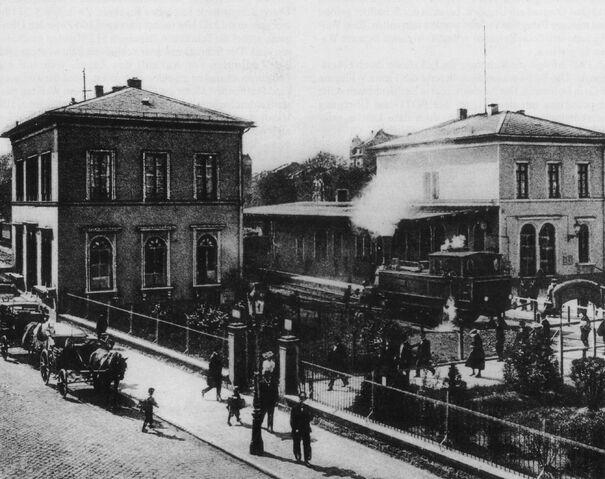 Datei:Lokalbahnhof 1900.jpg