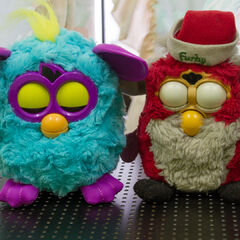 Comparison with Furby 1st Generation (Christmas Special Edition)
