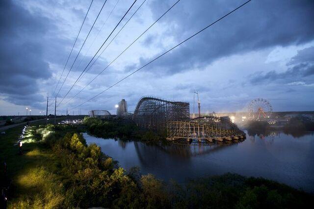 File:Roller-Coaster.jpg