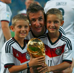 File:Klose and his sons.png