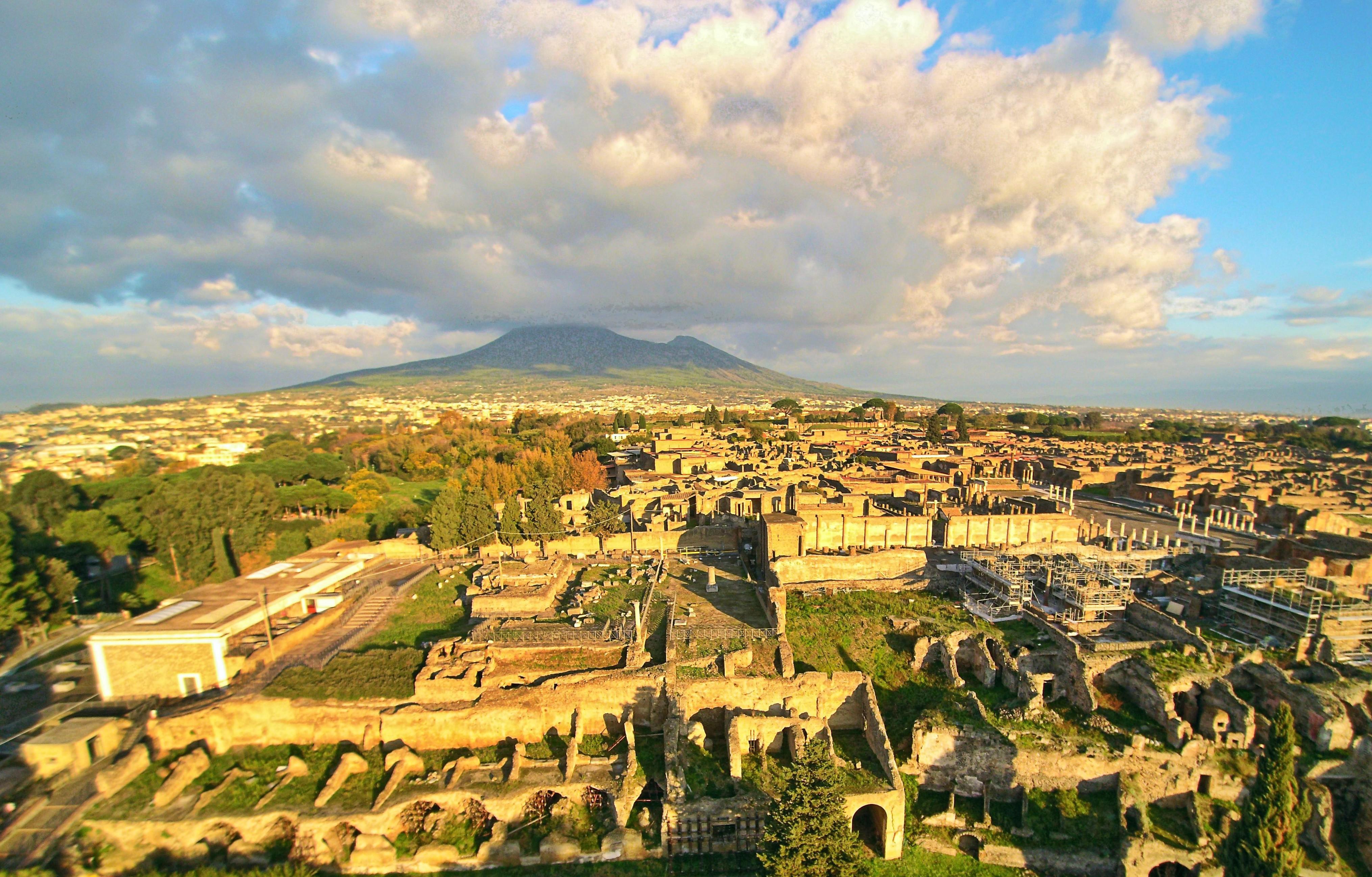 File:Italy-pompeii.jpg