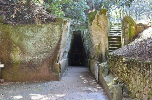 File:Cumae Cave 780.jpg