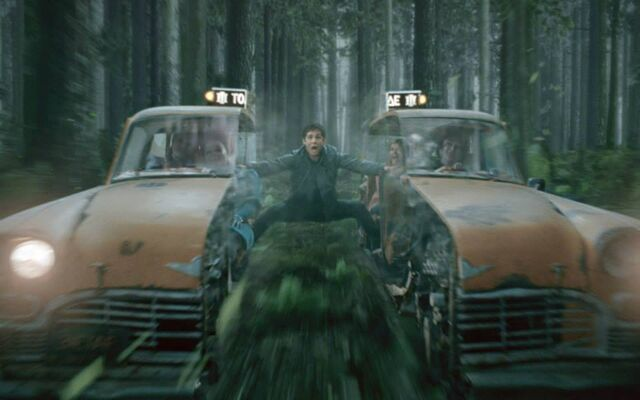 File:Percy caught between the dividing Gray Sisters Taxi.jpg