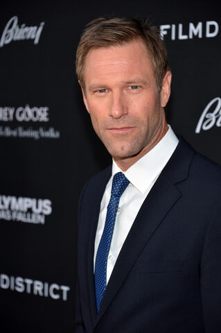 File:OHF premiere Aaron Eckhart.jpg