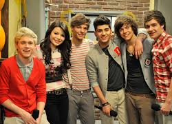 File:Carly with One Direction.png