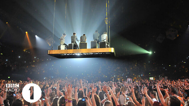 File:Radio 1 Teen Awards Flying.jpg