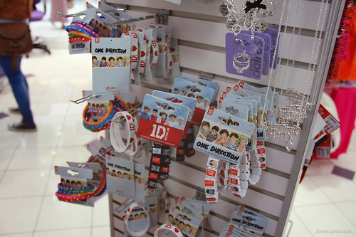 File:New 1D merch claires.jpg