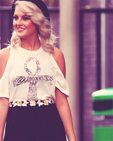 File:Perrie-Edwards-3.png