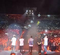 File:5 boys on tour.jpg