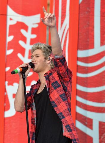 File:Niall Horan November 17, 2014.jpg