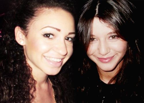 File:Daniellee and Eleanor.jpg