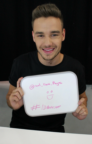 File:2LiamChat.png