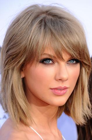 File:Taylor Swift 2015 Billboard AwardsVIF36778.png